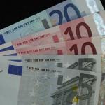 Korekcia pri americkom dolári. Euro si nakrátko vydýchlo